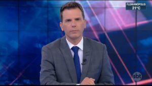 João Fernandes foi um dos apresentadores do extinto SBT Notícias (foto: Reprodução/SBT)