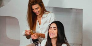 Maria Venture oficializou relacionamento com Isadora IM (foto: Reprodução)
