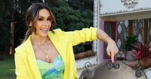 Nadja Haddad posa em frente ao estúdio do reality show Bake Off Brasil