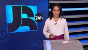 Salcy Lima é a âncora da edição da meia-noite do Jornal da Record (foto: Reprodução/Record)