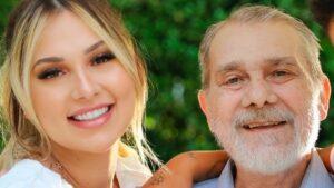 Virginia Fonseca posa ao lado do pai, o falecido Mário Serrão