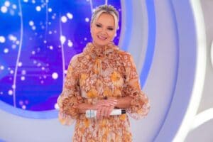 Imagem da apresentadora Eliana durante apresentação do seu programa no SBT