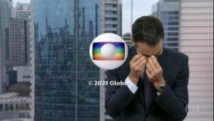 Imagem do apresentador César Tralli enxugando as lágrimas no encerramento do SP1