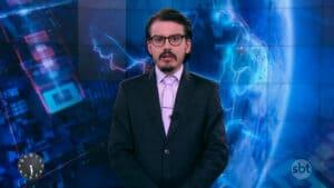 Imagem do apresentador Dudu Camargo no estúdio do Primeiro Impacto