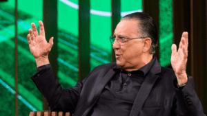 Imagem do locutor Galvão Bueno em participação no Conversa com Bial