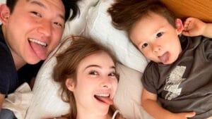 Imagem com foto de Pyong ao lado da mulher Sammy e do filho, Jake