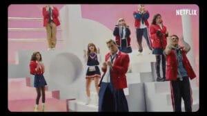 Imagem de frame do videoclipe da nova versão de Rebelde