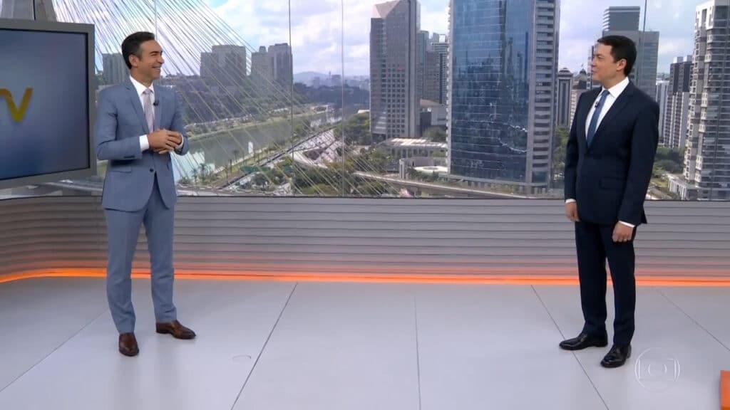 César Tralli e Alan Severiano no estúdio dos telejornais locais da Globo em São Paulo