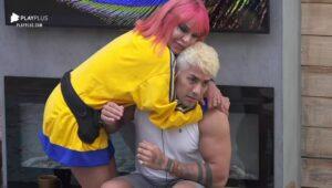 Imagem do cantor Tiago Piquilo rejeitando carinho de Valentina Francavilla