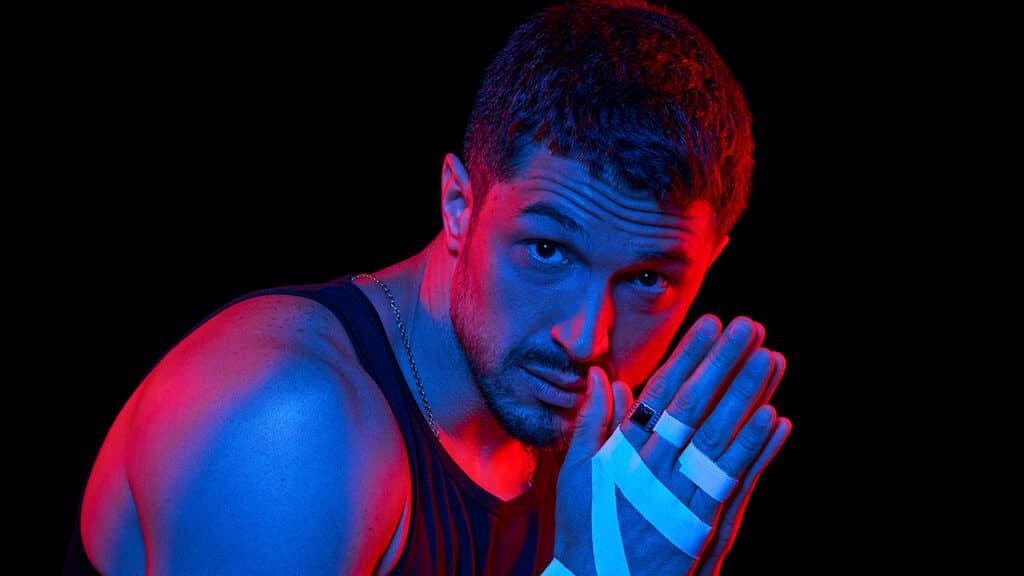 Imagem de divulgação de Verdades Secretas II com o ator Romulo Estrela