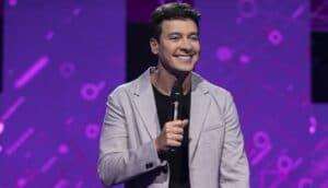 Rodrigo Faro em um dos episódios do Canta Comigo Teen