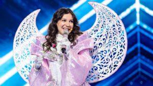 Priscilla Alcântara no palco do The Masked Singer