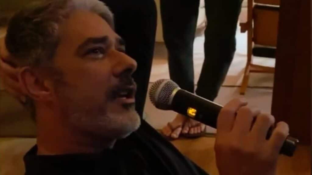 William Bonner em uma noite no karaokê
